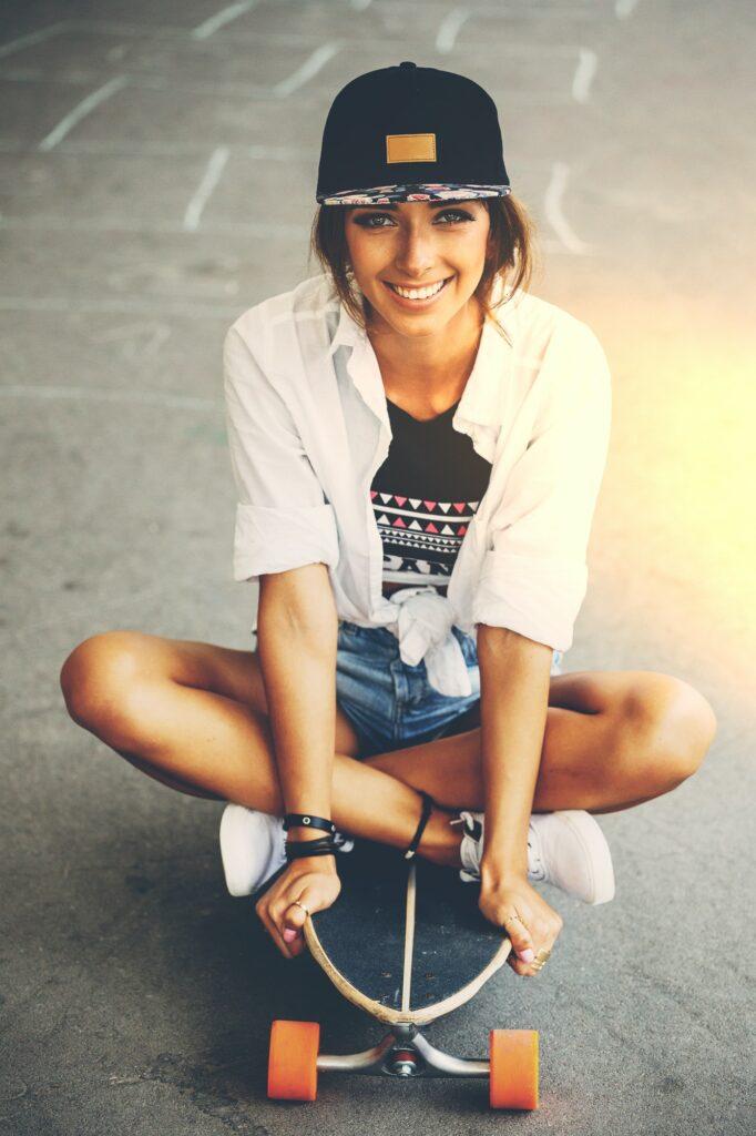fashion lifestyle beautiful young woman with longboard lightle 682x1024 - Inicio